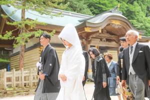 諏訪大社結婚式和装